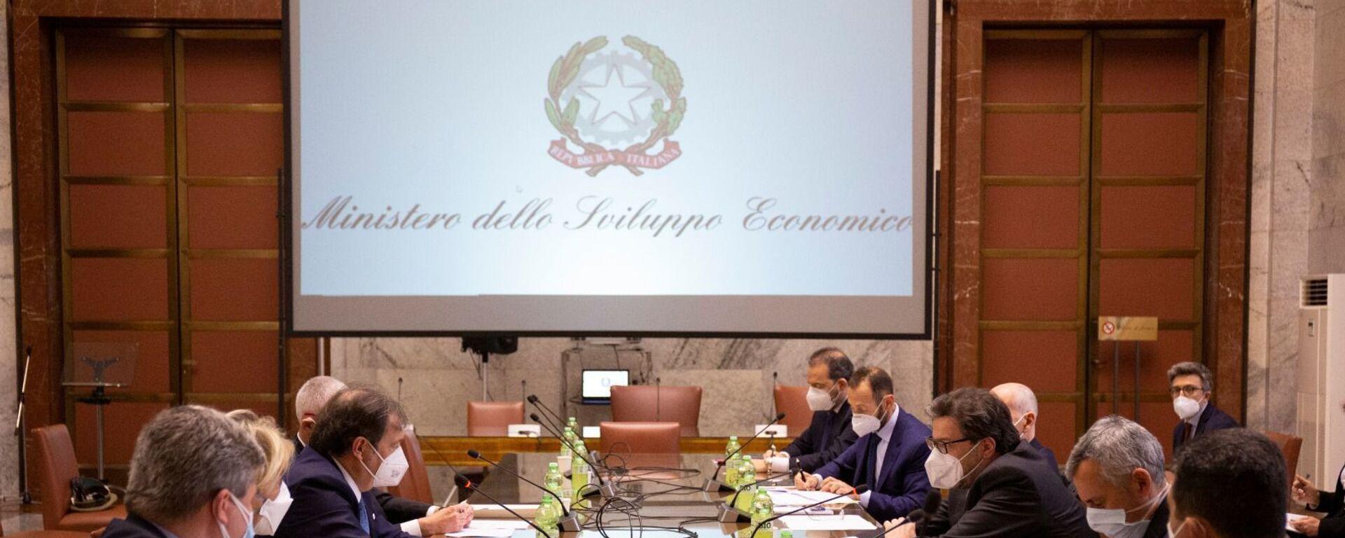 Il Ministro Giorgetti ha incontrato Farmindustria e Aifa, insieme al Commissario Figliuolo e al Sottosegretario Gabrielli - Sputnik Italia, 1920, 16.03.2021