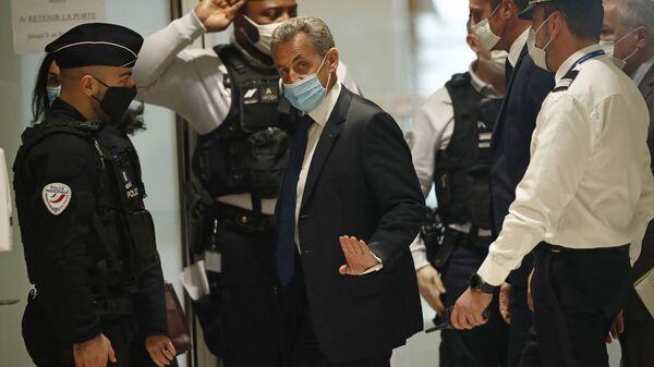 Бывший президент Франции Николя Саркози прибывает в зал суда в Париже - Sputnik Italia