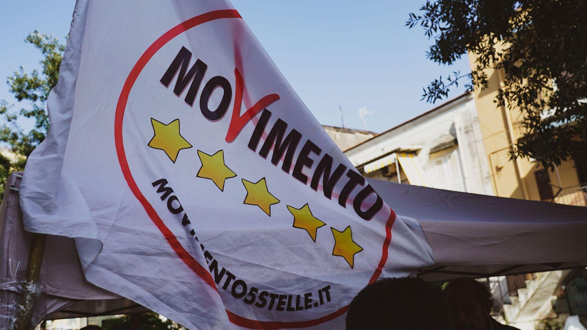 La bandiera del partito MoVimento 5 Stelle - Sputnik Italia, 1920, 15.04.2021