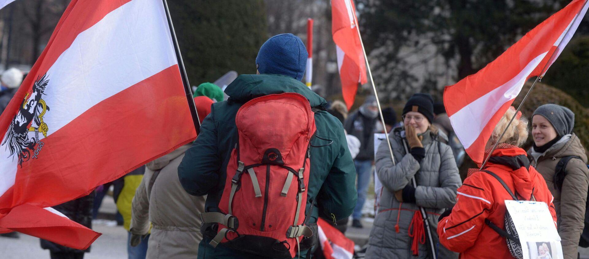 Dimostranti in Austria nelle proteste contro le restrizioni per il Covid-19 - Sputnik Italia, 1920, 07.03.2021