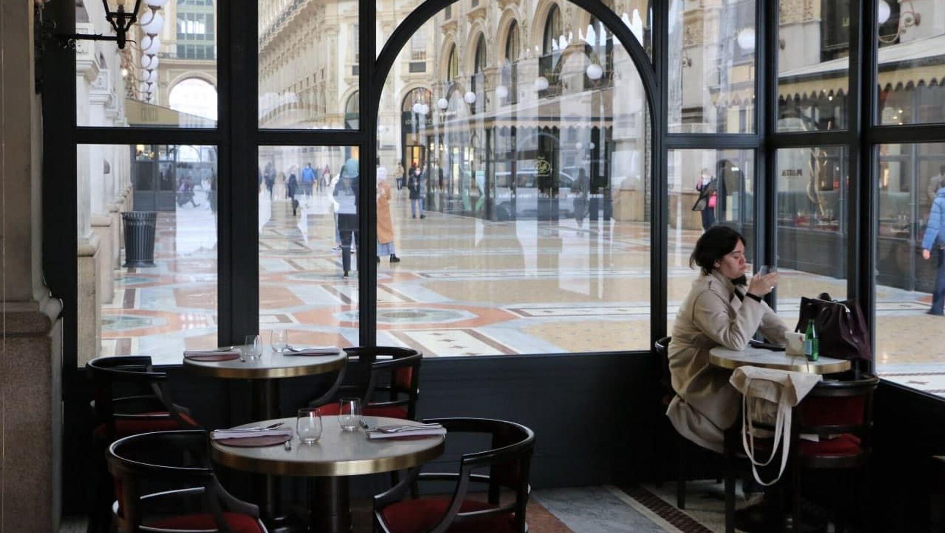 Un bar a Milano, Italia - Sputnik Italia, 1920, 11.04.2021
