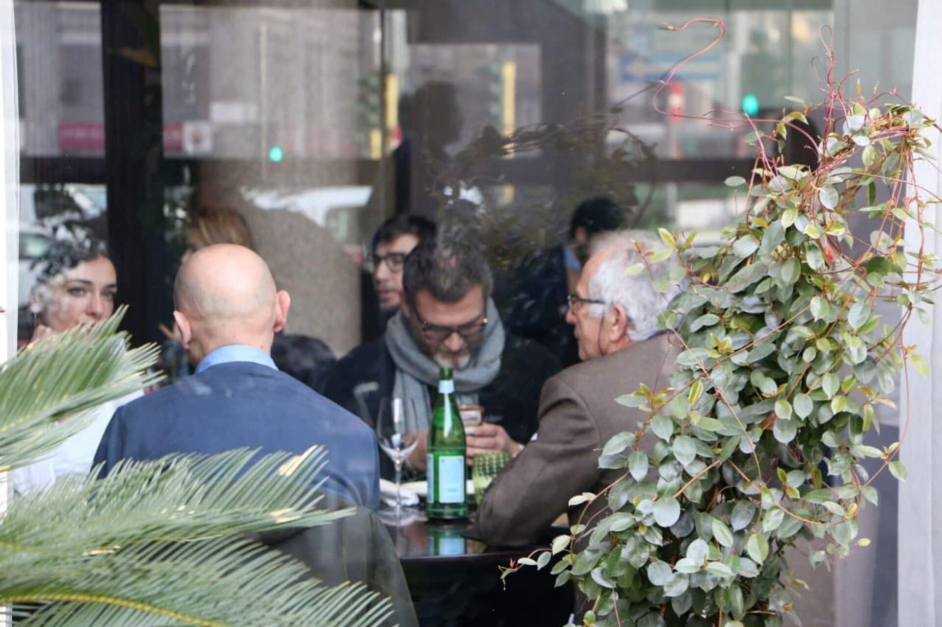 Un ristorante a Milano, Italia - Sputnik Italia, 1920, 18.05.2021