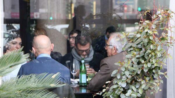 Un ristorante a Milano, Italia - Sputnik Italia