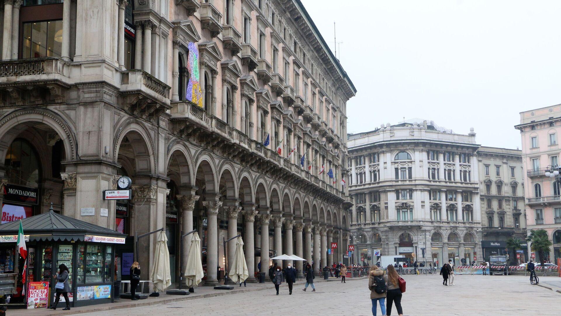 Una strada a Milano, Italia - Sputnik Italia, 1920, 03.04.2021