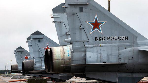 Дневные учебно-тренировочные полеты Су-35 и МиГ-31 ЗВО в Тверской области  - Sputnik Italia