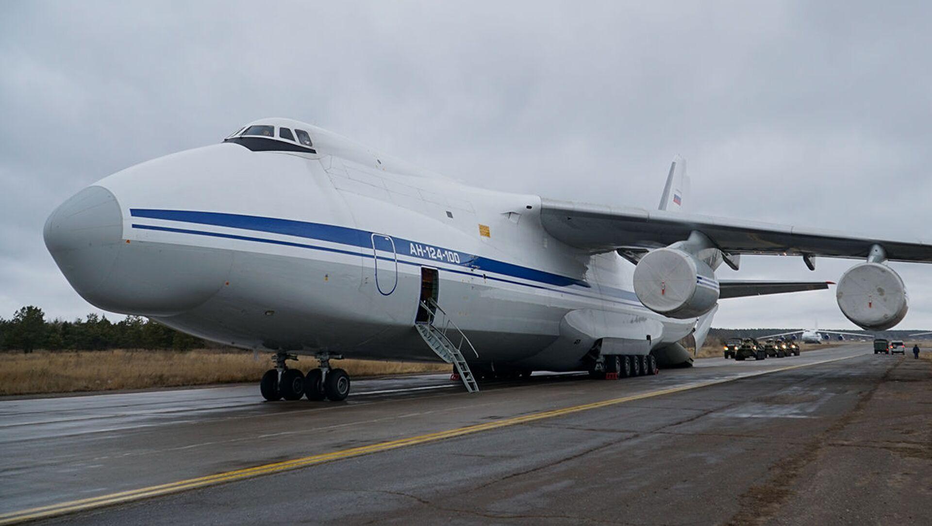 Самолет Ан-124 «Руслан» на аэродроме Еревана, Армения - Sputnik Italia, 1920, 14.03.2021