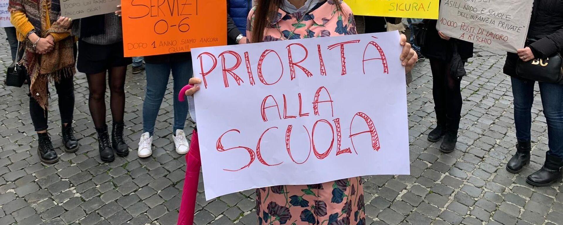 Manifestazione del Comitato Priorità alla scuola a Montecitorio, Roma - Sputnik Italia, 1920, 02.09.2021
