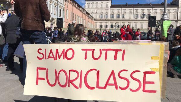 Manifestazione del comitato Priorità alla Scuola a Torino - Sputnik Italia