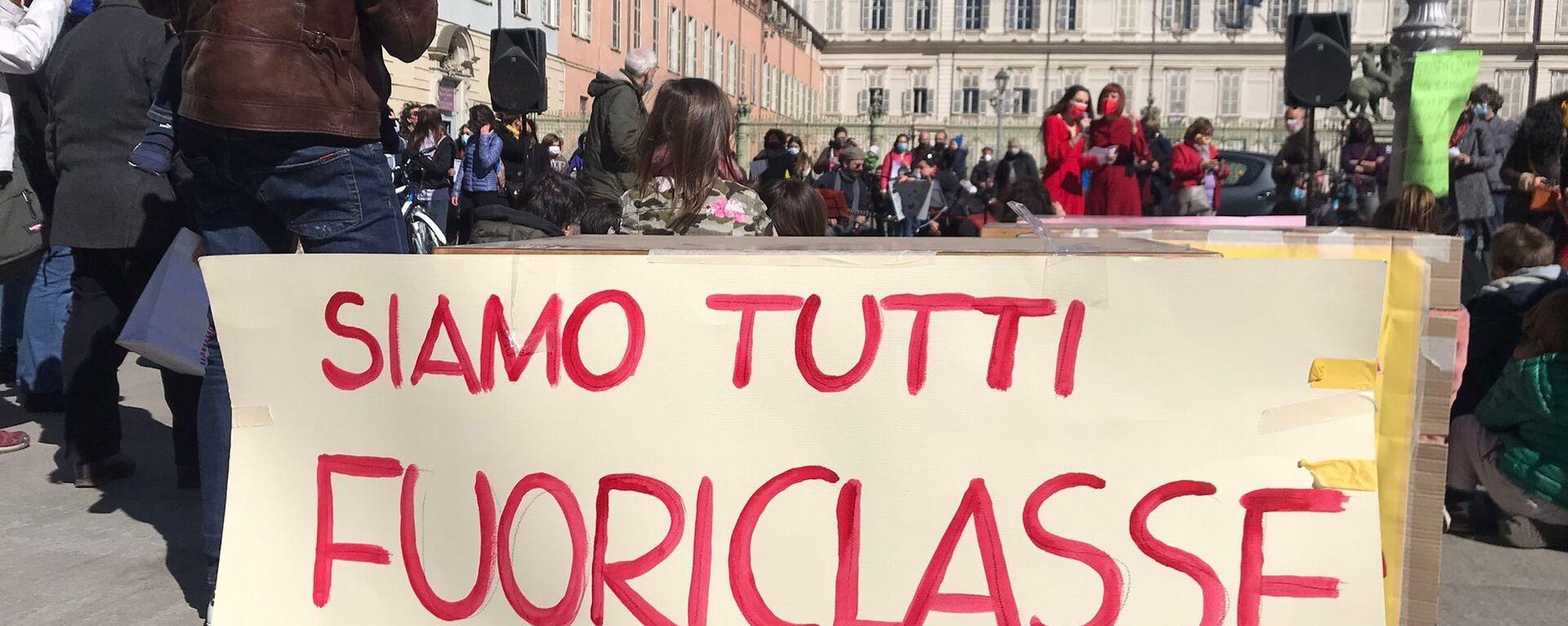 Manifestazione del comitato Priorità alla Scuola a Torino - Sputnik Italia, 1920, 20.09.2021