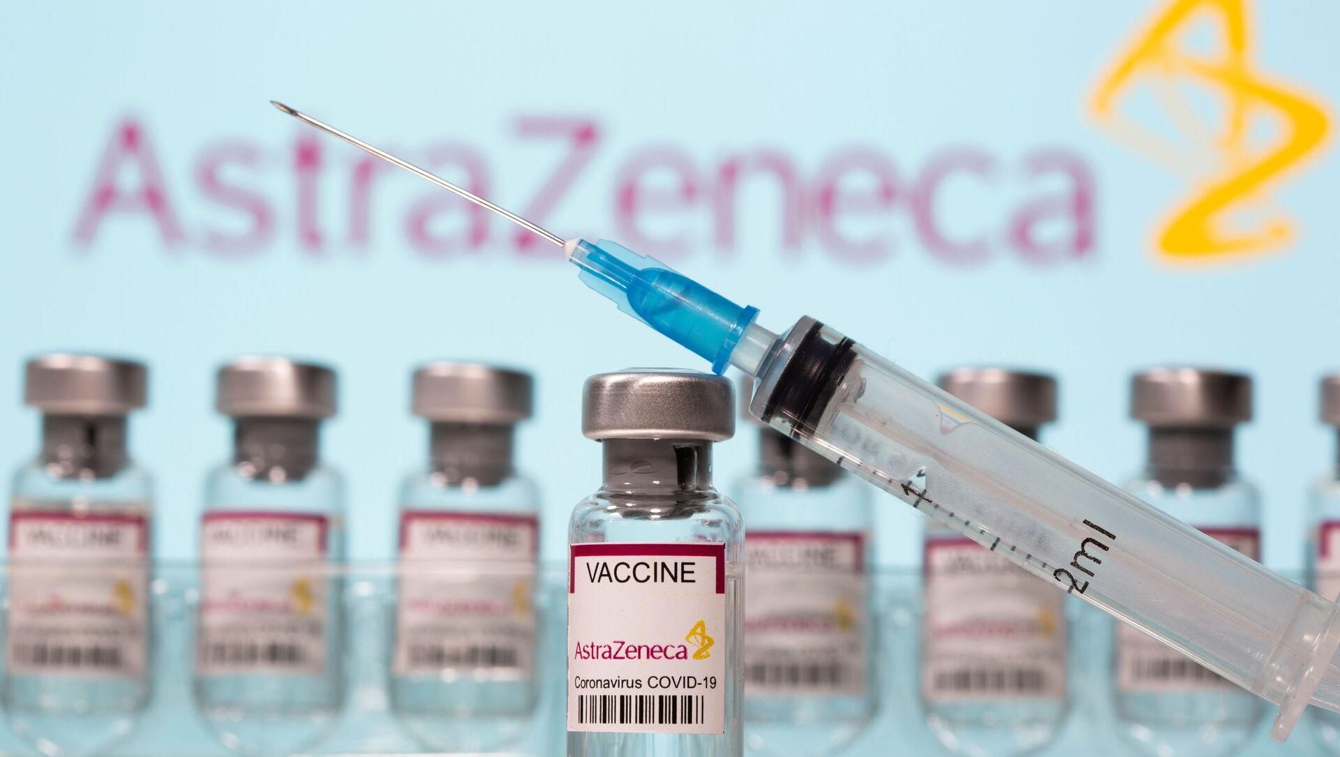 Delle fiale di vaccino AstraZeneca - Sputnik Italia, 1920, 22.03.2021