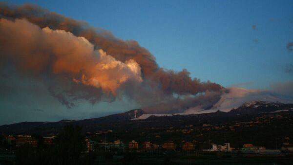 Eruzione Etna all'alba, 17 marzo 2021  - Sputnik Italia