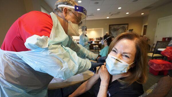 La vaccinazione contro il Covid/19 al John Knox Village, in Florida - Sputnik Italia