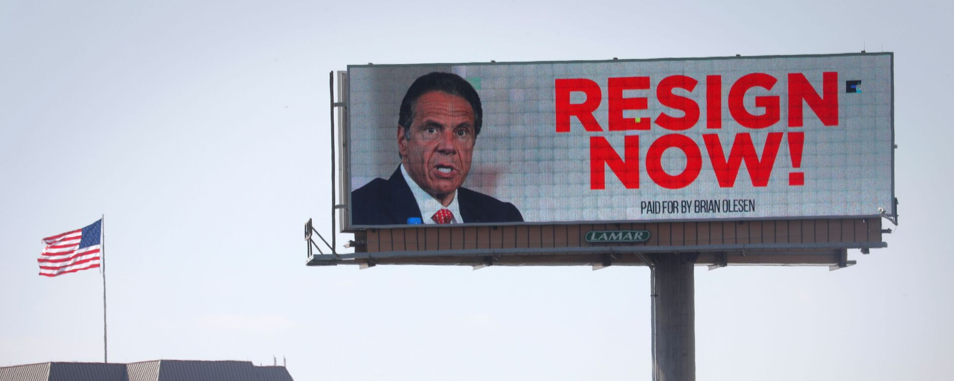 Electronic billboard displays message for New York Governor Cuomo to Resign Now in Albany - Sputnik Italia, 1920, 17.03.2021
