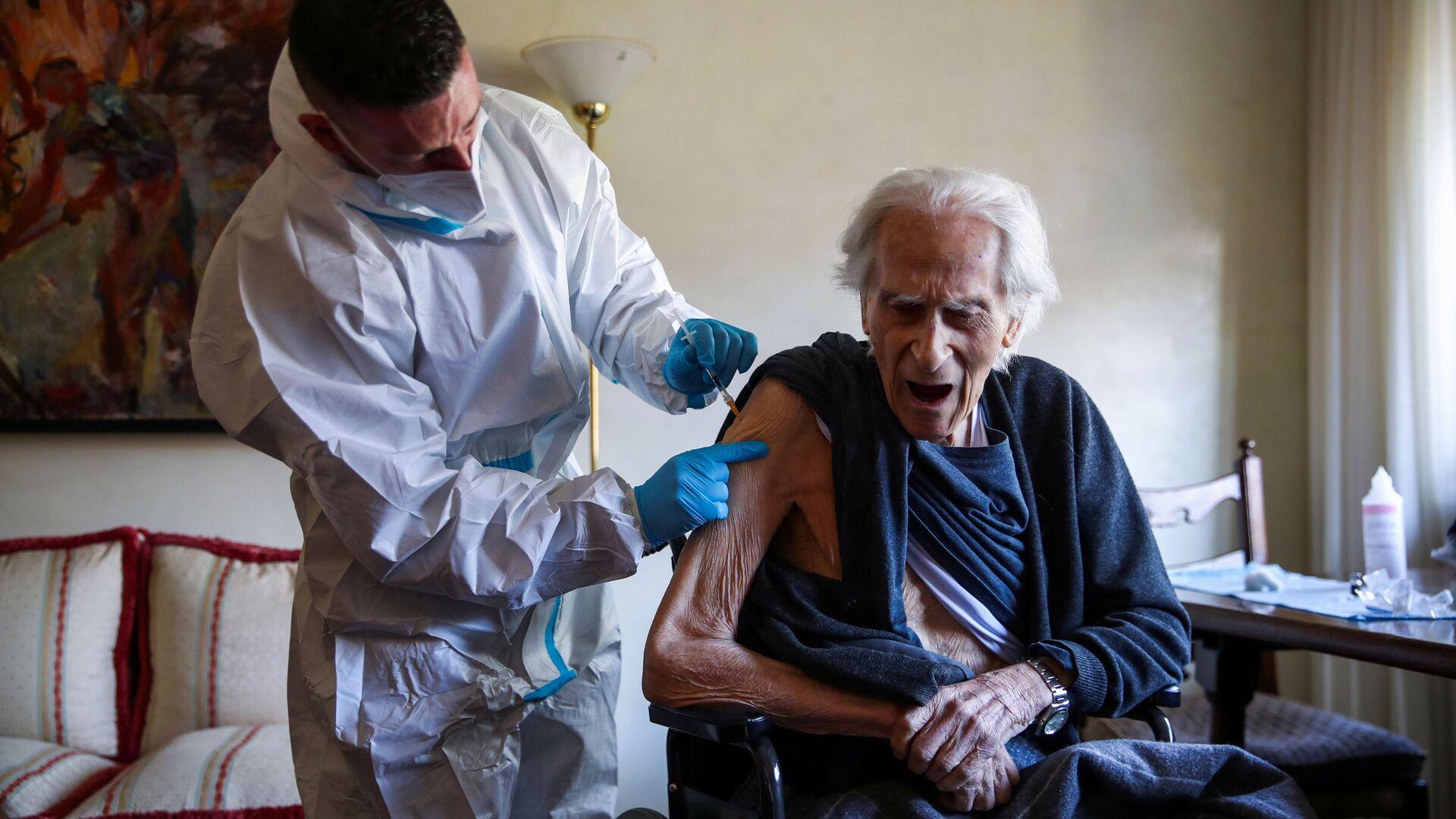 Vaccinazione con il vaccino Pfizer-BioNTech a Roma, in Italia - Sputnik Italia, 1920, 22.05.2021