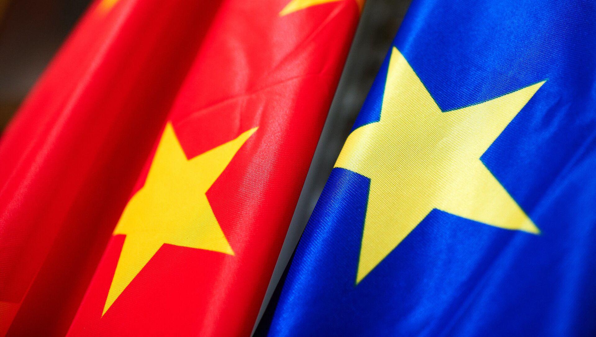 Bandiere di Cina e Ue - Sputnik Italia, 1920, 21.04.2021