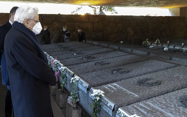Il presidente Sergio Mattarella alla commemorazione del 77° anniversario del massacro nazista alle Fosse Ardeatine, Roma 24 marzo 2021 - Sputnik Italia