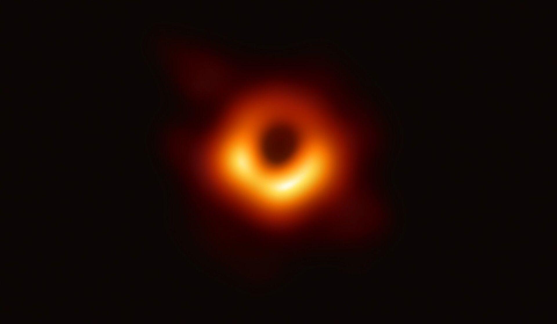 Scienziati pubblicano la sbalorditiva immagine di un buco nero supermassiccio - Sputnik Italia, 1920, 25.03.2021