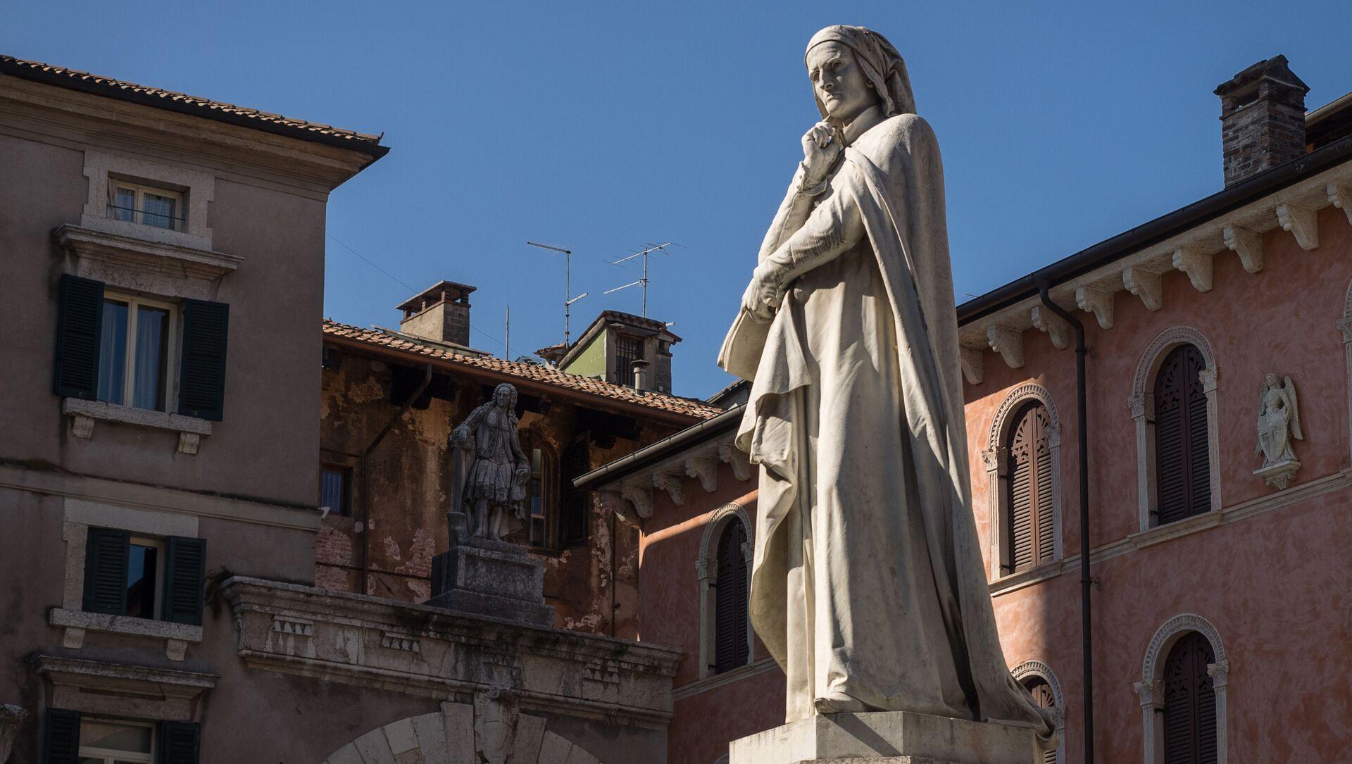 La statua di Dante a Piazza dei Signori, Verona - Sputnik Italia, 1920, 25.03.2021