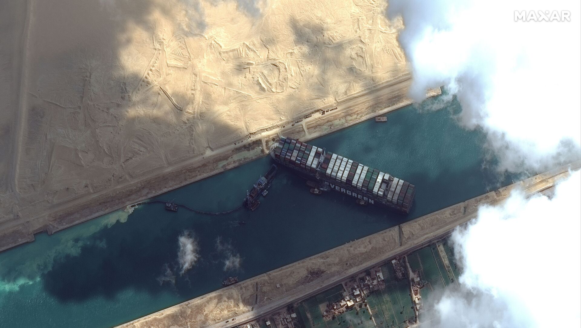 Ever Given container ship is pictured in Suez Canal in this Maxar Technologies satellite image taken on March 26, 2021 - Sputnik Italia, 1920, 28.03.2021