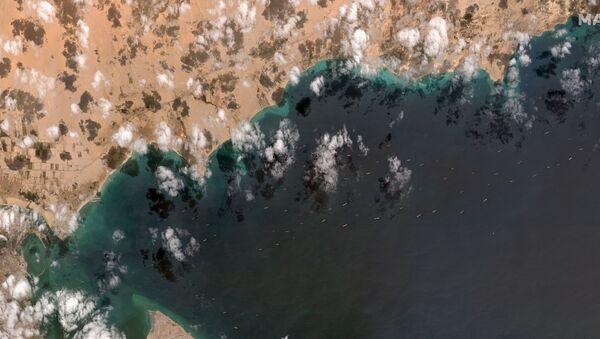 Navi in attesa dello sblocco di traffico nel Canale di Suez - Sputnik Italia