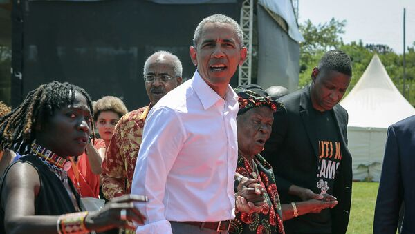 L'ex presidente degli Stati Uniti Barack Obama con la sua matrigna Sarah - Sputnik Italia