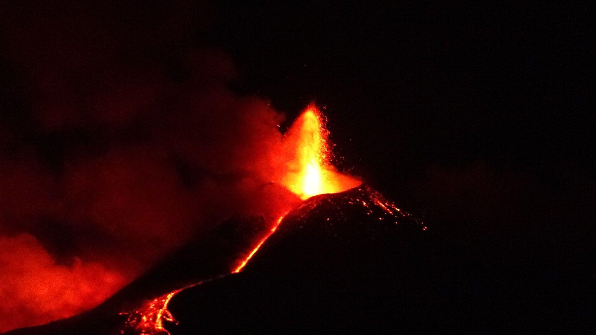 Etna in eruzione 1 aprile - Sputnik Italia, 1920, 19.05.2021