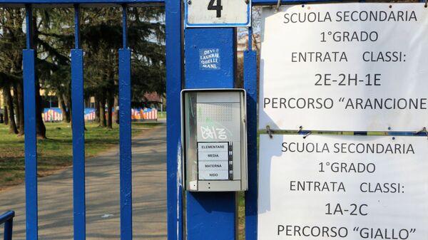 L'ingresso alla scuola - Sputnik Italia