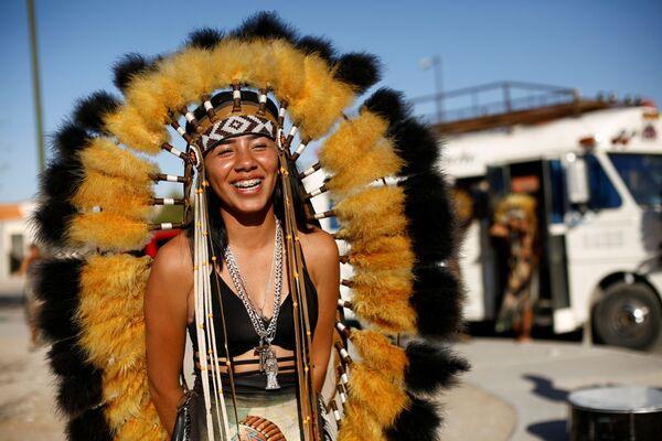 Una ballerina Matachin partecipa a una danza de la Santa Muerte (La Santa Morte) durante una celebrazione della Settimana Santa, a Ciudad Juarez, in Messico, il 28 marzo 2021 - Sputnik Italia