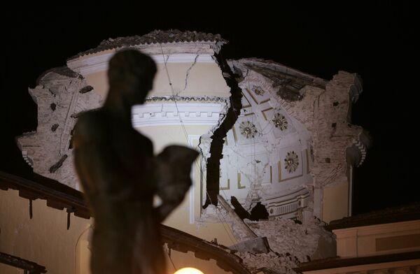 Il Duomo dell'Aquila distrutto dal terremoto di magnitudo 6.3, Abruzzo, Italia - Sputnik Italia