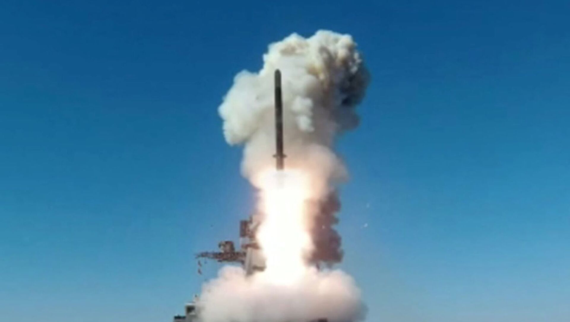 A modernized frigate from the Russian Pacific Fleet, the Marshal Shaposhnikov, carries out the first test of the Kalibr cruise missile in the Sea of Japan, 6 April, 2021 - Sputnik Italia, 1920, 06.04.2021