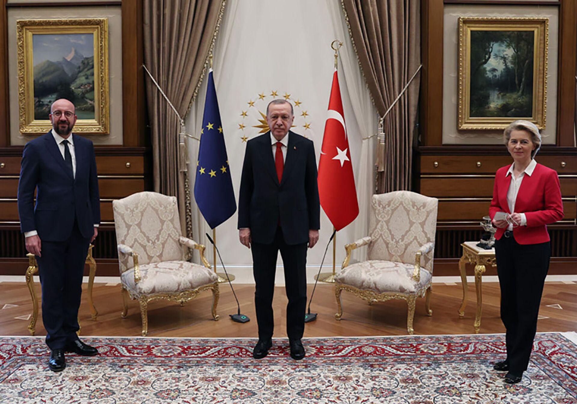 L'incontro tra Recep Tayyip Erdogan, Charles Michel e Ursula Von der Leyen - Sputnik Italia, 1920, 18.05.2021