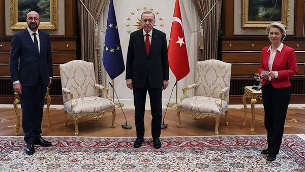 L'incontro tra Recep Tayyip Erdogan, Charles Michel e Ursula Von der Leyen - Sputnik Italia