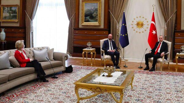 Ursula Von der Leyen, Charles Michel e Recep Tayyip Erdogan   - Sputnik Italia