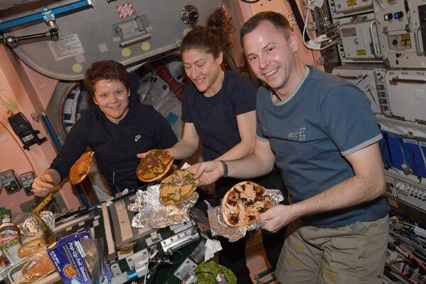 Mentre si preparano la pizza sulla ISS - Sputnik Italia