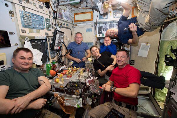 I membri della 60a spedizione a lungo termine sulla ISS all'ora di pranzo - Sputnik Italia