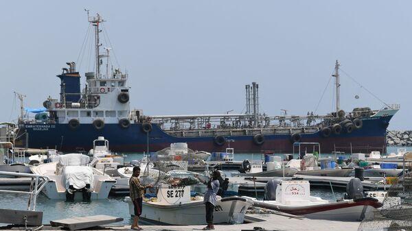 Nave nel porto di Fujairah  - Sputnik Italia