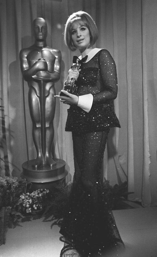 Barbra Streisand ha vinto l'Oscar alla miglior attrice per il film Funny Girl il 14 aprile 1969 a Los Angeles, California - Sputnik Italia