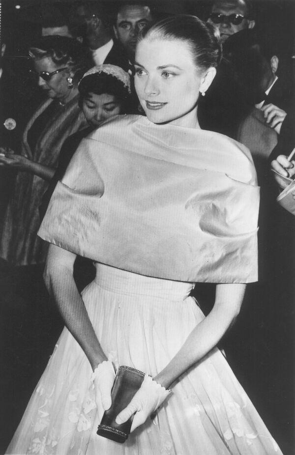 L'attrice Grace Kelly alla cerimonia degli Oscar a Los Angeles, California, 1956 - Sputnik Italia