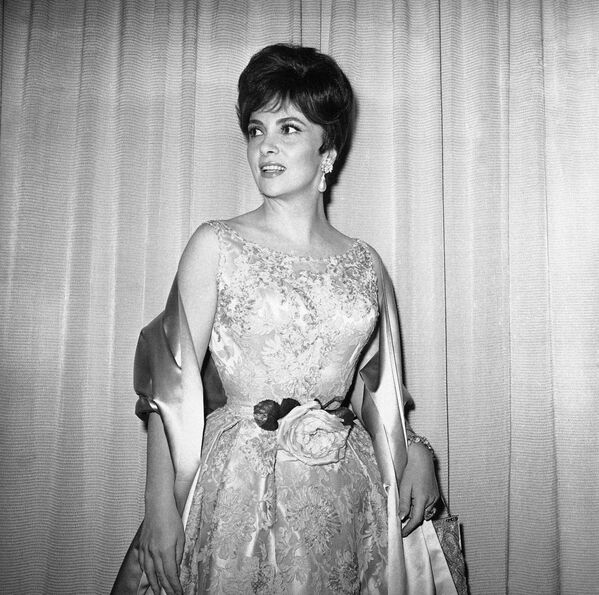 Gina Lollobrigida arriva alla cerimonia dei premi Oscar il 17 aprile 1961 - Sputnik Italia