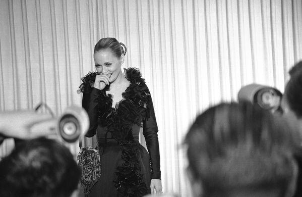 Faye Dunaway, nominata per la migliore attrice, arriva alla cerimonia degli Oscar, il 10 aprile 1968 - Sputnik Italia