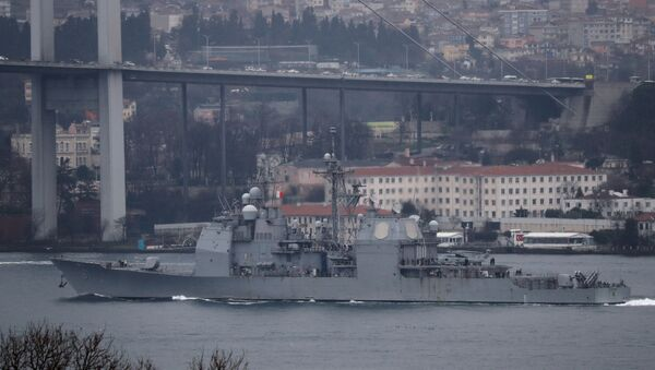 U.S. Navy guided-missile cruiser USS Monterey (CG-61) sails in the Bosphorus, on its way to the Black Sea, in Istanbul, Turkey March 19, 2021 - Sputnik Italia
