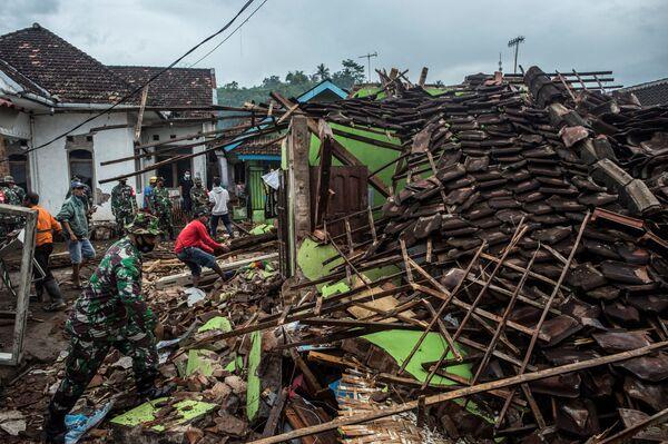 Le case distrutte da un terremoto di magnitudo 6.0 a Malang, Giava orientale, l'11 aprile 2021 - Sputnik Italia