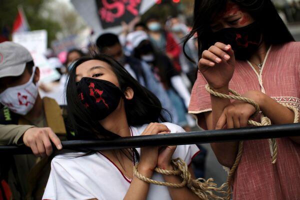 Le attiviste protestano davanti all'Ambasciata del Myanmar a Washington, USA - Sputnik Italia