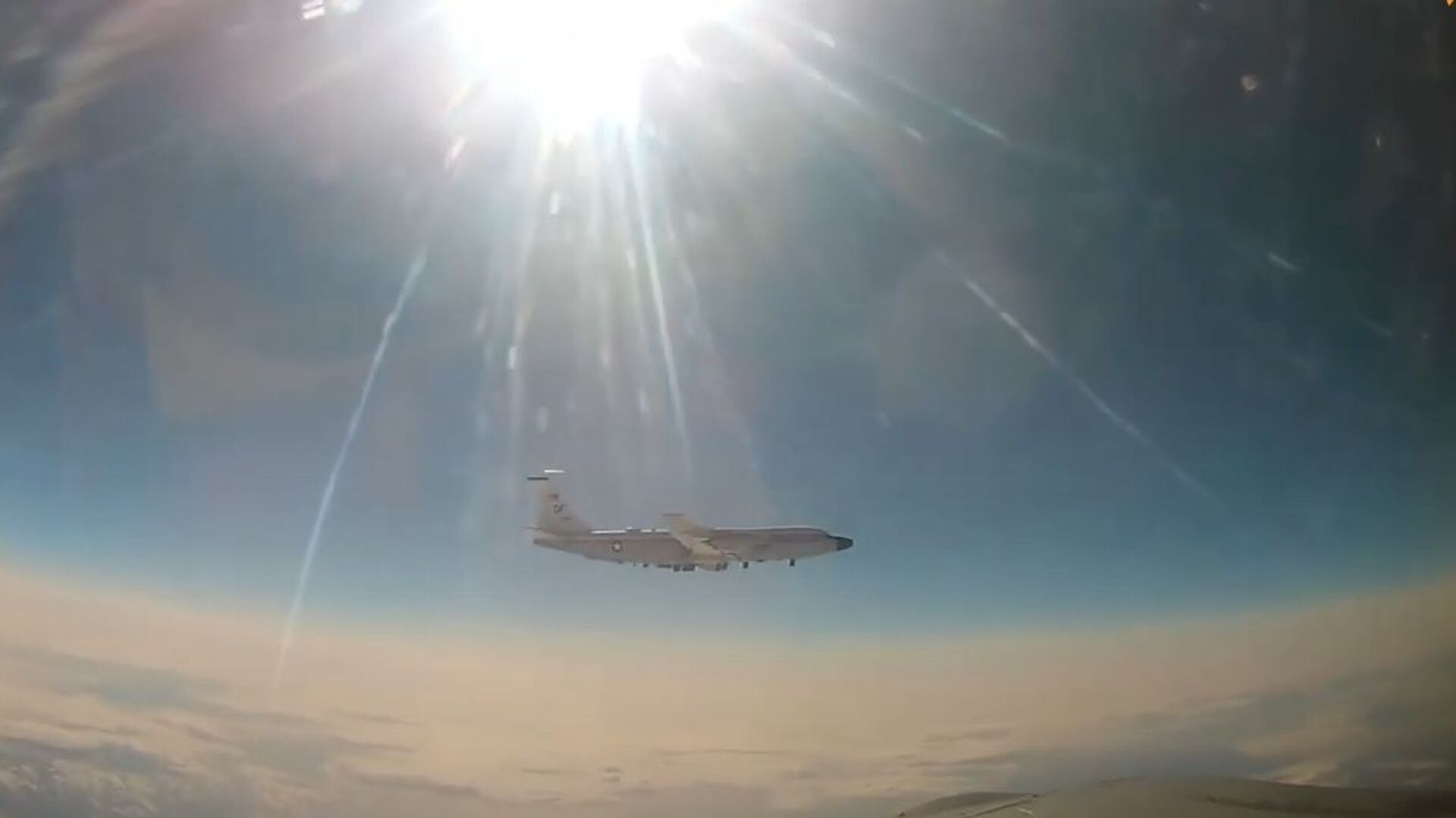 MiG-31 intercetta aereo da ricognizione americano sull'Oceano Pacifico - Sputnik Italia, 1920, 23.04.2021