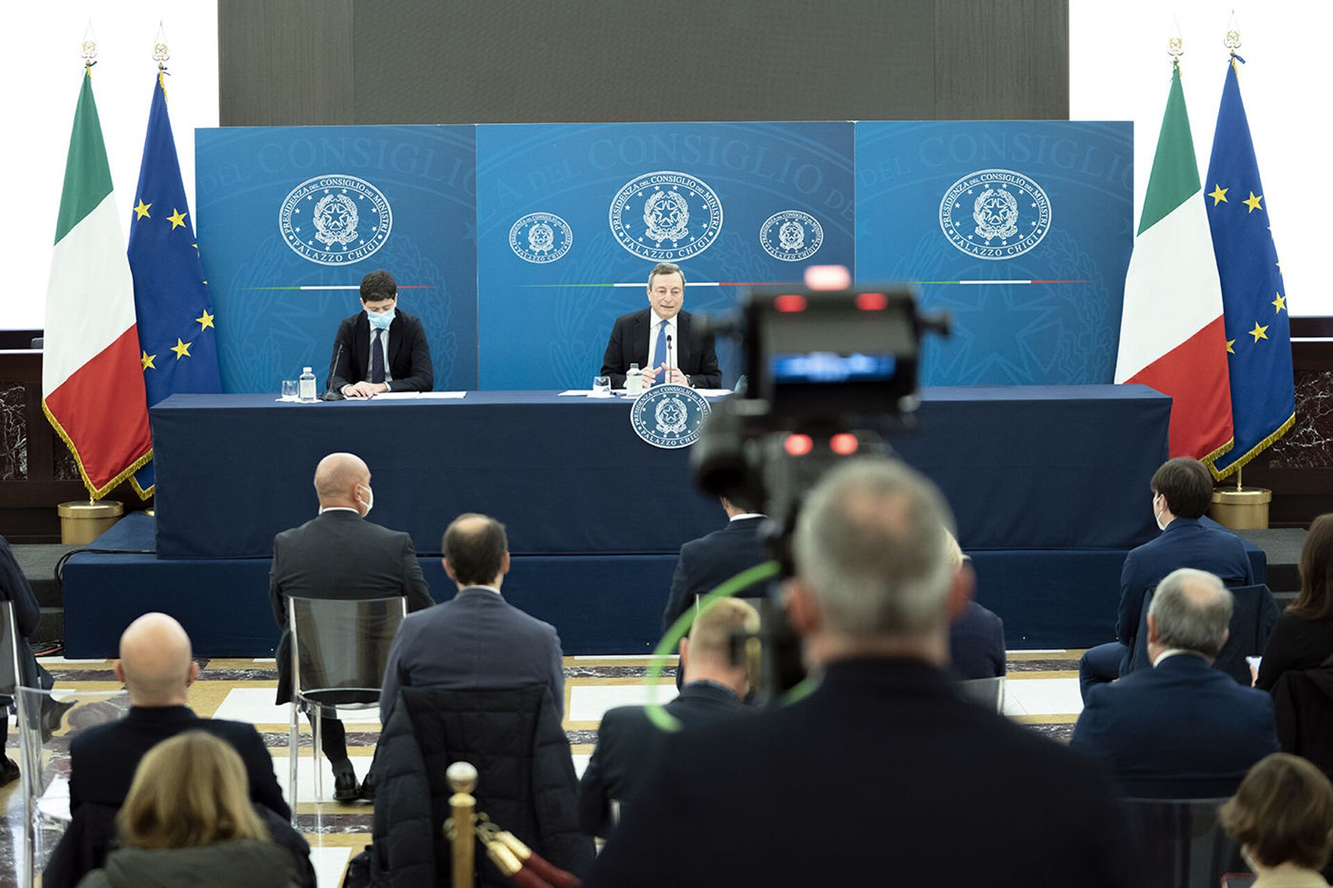 Il premier Draghi in conferenza stampa - Sputnik Italia, 1920, 18.05.2021