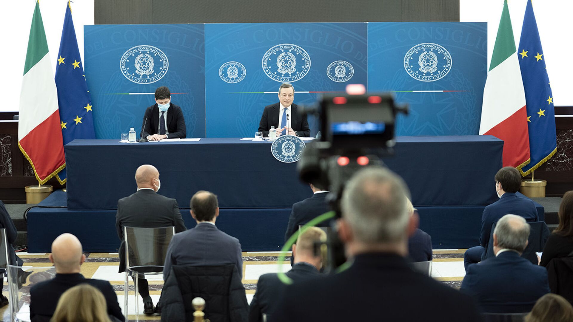 Il premier Draghi in conferenza stampa - Sputnik Italia, 1920, 22.04.2021