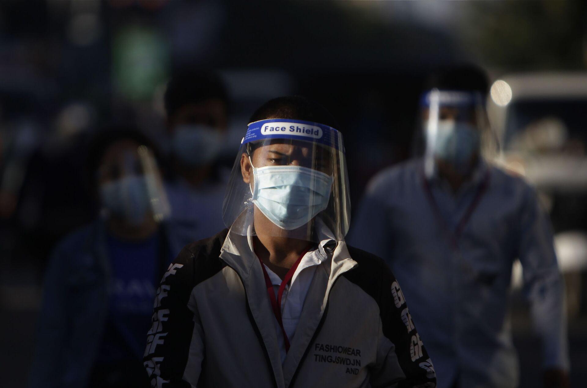 Persone con mascherine in Cambogia - Sputnik Italia, 1920, 18.05.2021
