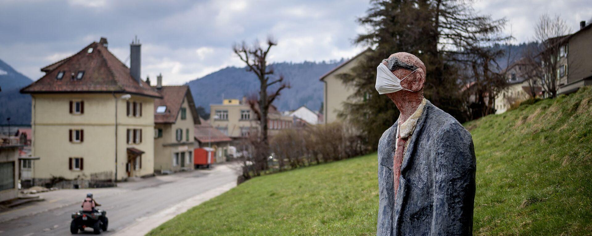 Statua di uomo con mascherina a Sainte-Croix, in Svizzera - Sputnik Italia, 1920, 21.05.2021