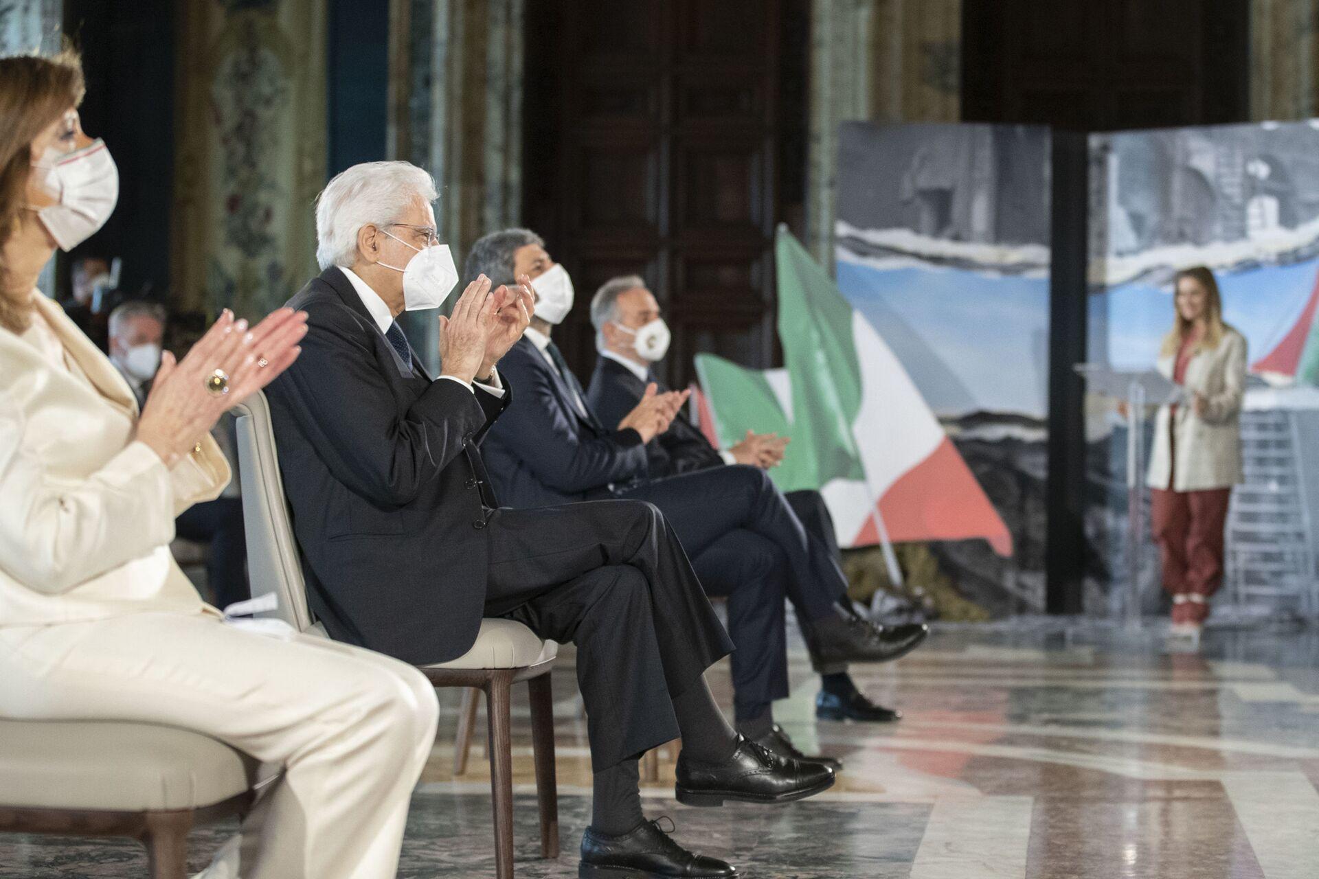 Il Presidente Sergio Mattarella durante la cerimonia in occasione del 76° anniversario della Liberazione - Sputnik Italia, 1920, 18.05.2021