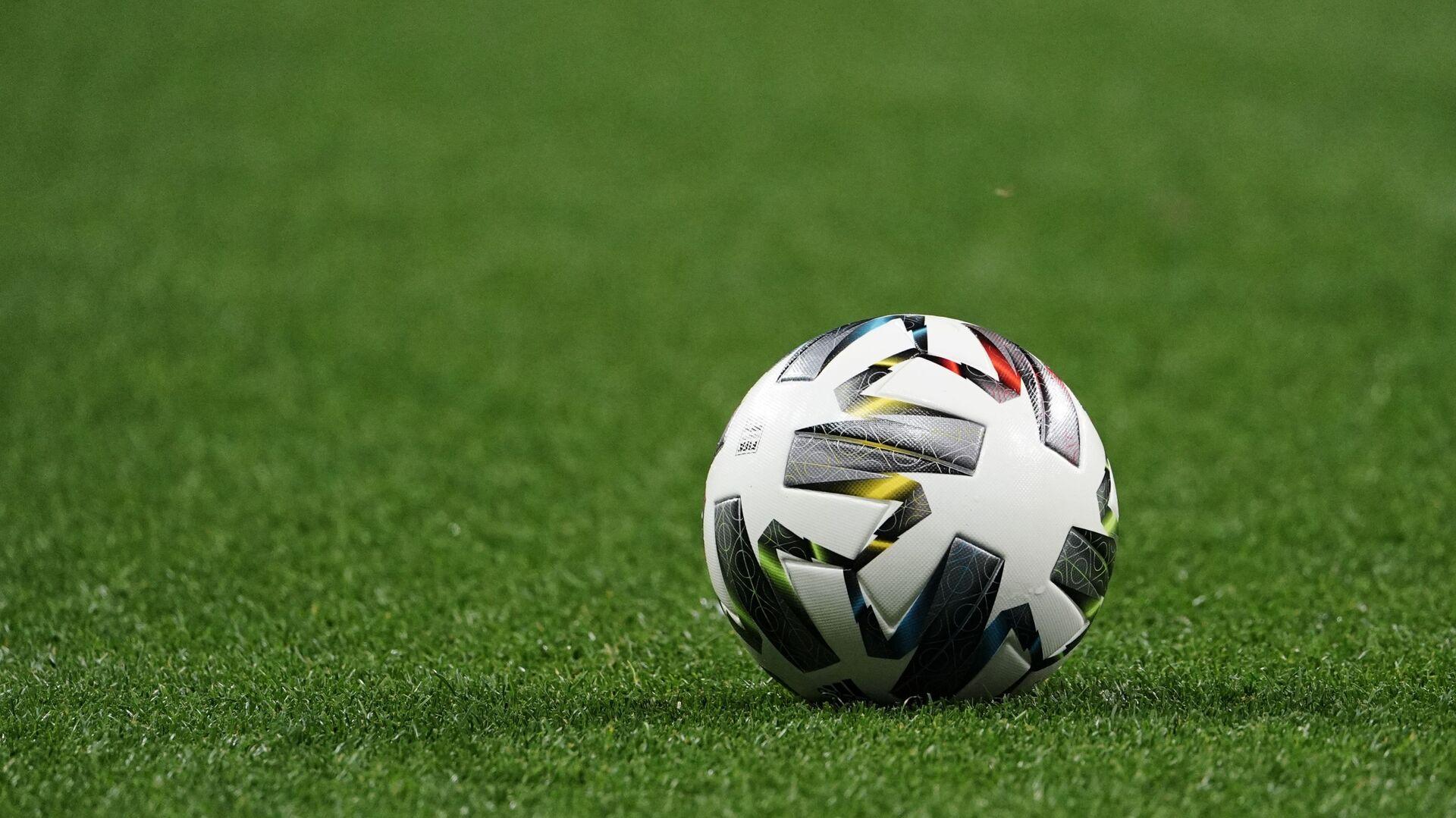 Palla in un campo da calcio - Sputnik Italia, 1920, 29.05.2021
